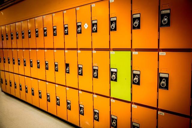 oranžové skříňky