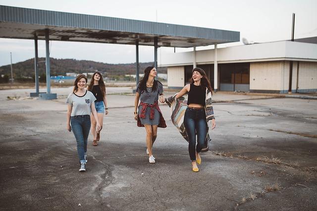 skupina teenagerek