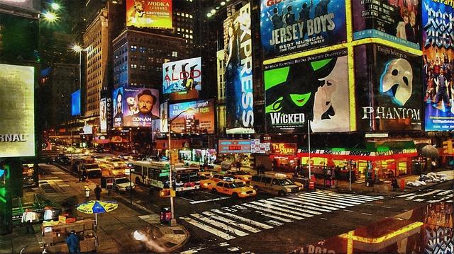 Venkovní ulice plná reklam