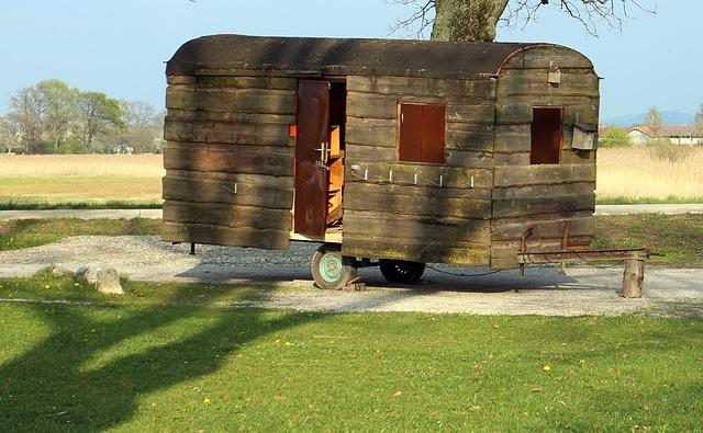 starý dřevěný karavan